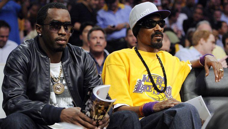 Snoop Dogg (r) en Diddy bij de basketbalwedstrijd LA Lakers tegen Boston Celtics. Foto AP Beeld