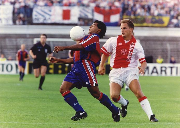 Romario met Barcelona in actie tegen Ajax.