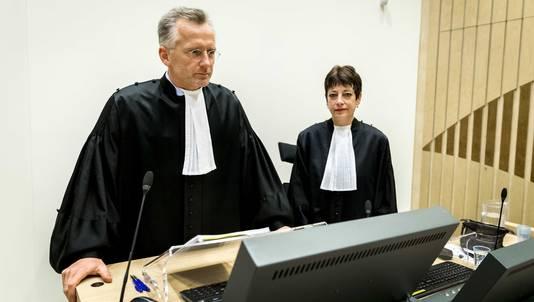 Officieren van justitie Wouter Bos en Sabina van der Kallen