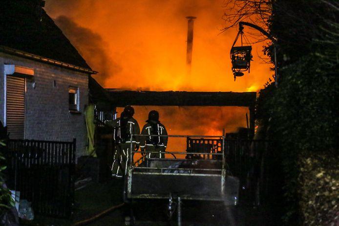 Schuur in brand in Helmond.