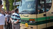 Man sleurt schoolbuschauffeur uit voertuig, voert dag later protest omdat hij excuses wil en... belandt uiteindelijk zelf voor rechter