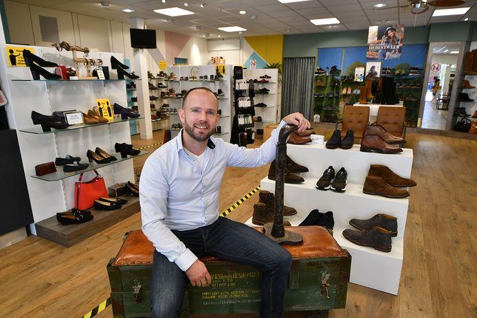"""Lennert Elferink in de 100-jarige schoenenzaak: """"Ik ben geboren in een schoenendoos""""."""