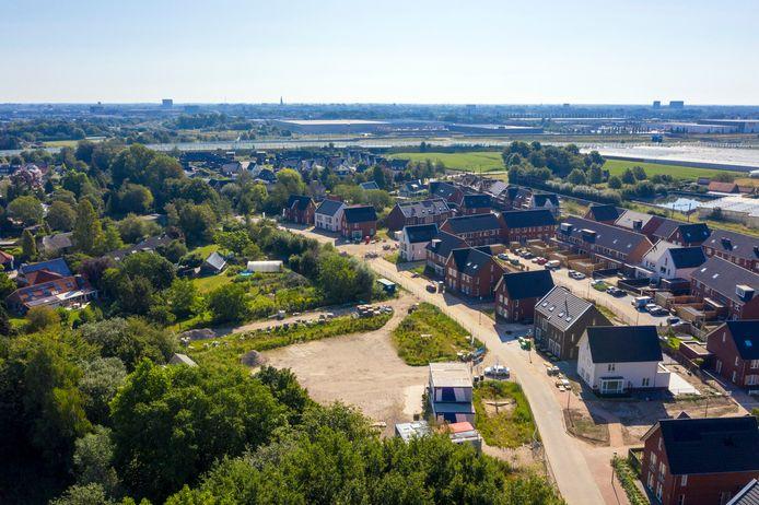 Nieuwbouwwijk Westrik in Prinsenbeek vanuit de lucht. Eind dit jaar worden de laatste woningen er naar verwachting opgeleverd, maar er liggen al plannen voor verdere uitbreiding van het dorp.