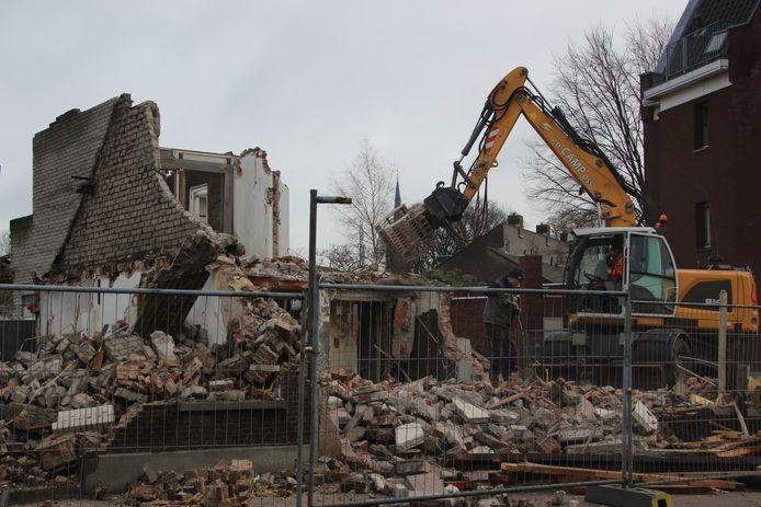 Het laatste stukje wordt gesloopt waar het appartementencomplex Havenzicht voor terug komt.