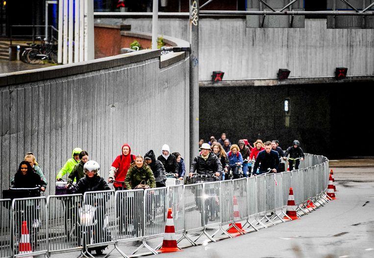 Fietsers in de IJtunnel tijdens de ov-staking. Beeld ANP