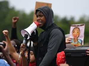 John Boyega livre un puissant discours lors d'une manifestation à Londres