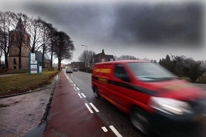 Al jaren wordt geprobeerd de snelheid op de Rijksstraatweg tussen Buurnalsen en Culemborg omlaag te krijgen