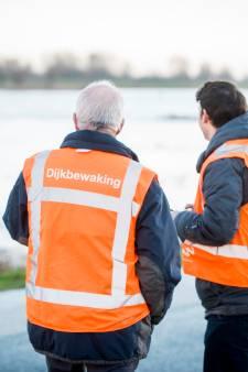 Lopen over de dijk terwijl de storm loeit... Waterschap zoekt 160 nieuwe dijkwachters