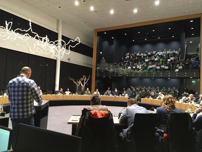 Woonwagenbewoner Angelino Smits doet zijn verhaal aan politieke partijen in Oss