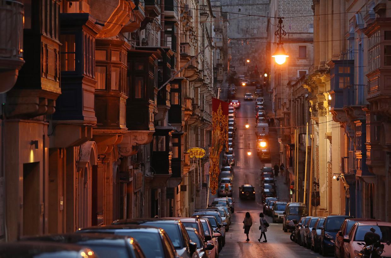 In de straten van Valletta komen politici en 'gewone burgers' elkaar altijd tegen.