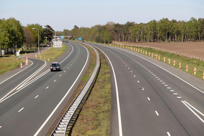 De A1 eind september vlakbij de Duitse grens: vanwege de corona rijden er nog maar mondjesmaat mensen naar onze Oosterburen.