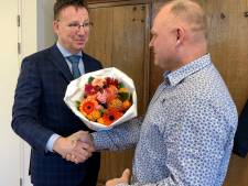 Twee alerte IJsselsteiners die inbrekers betrapten krijgen bloemetje