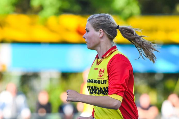 Dierense voetbalster Marit Auée in Oranje O016