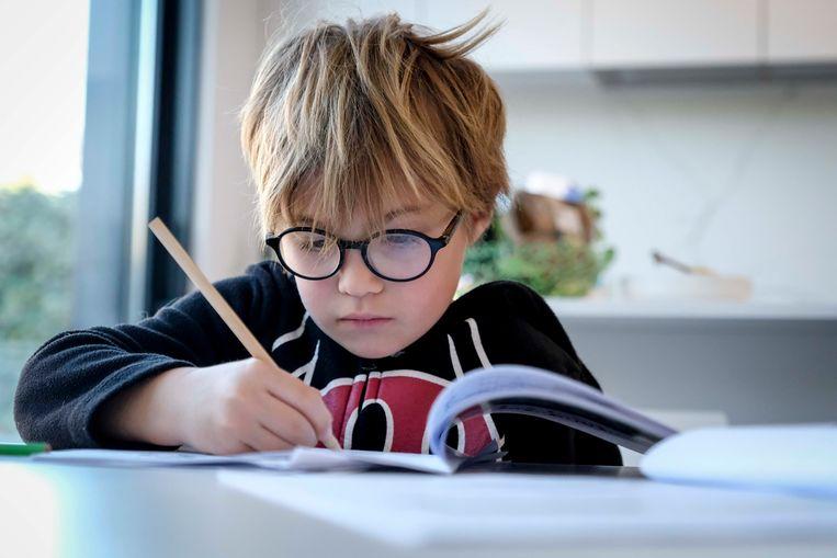Leraren zien kinderen voorlopig niet terug in de klas. Sommige docenten zien het als een kans om het onderwijs in positieve zin te hervormen. Beeld BELGA