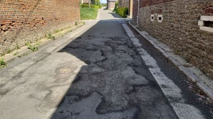 Brugstraat en Korenstraat krijgen nog voor bouwverlof nieuwe asfaltlaag