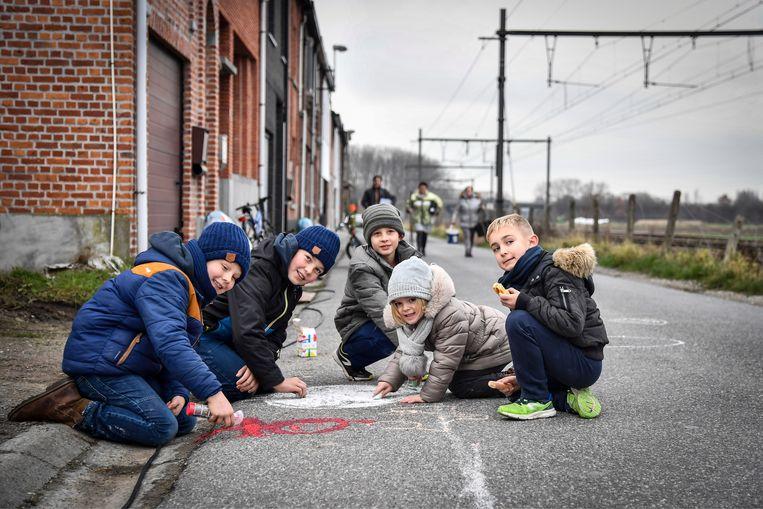 Kinderen van de Fortstraat tekenden zelf een virtueel veilig en voldoende breed voetpad.