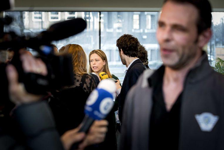Minister Carola Schouten (Landbouw, Natuur en Voedselkwaliteit) en Jeroen van Maanen (bestuurslid Farmers Defence Force) staan de pers te woord na afloop van een gesprek over het stikstofbeleid. Beeld ANP