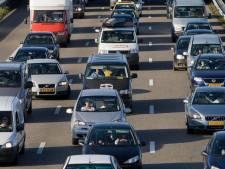 Flinke vertraging op A6 richting Lelystad door kapotte vrachtauto voorbij
