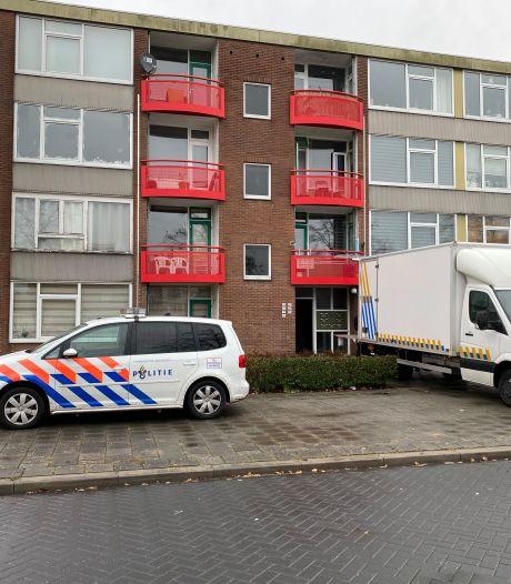 Politie rolt hennepkwekerij op in flat Deventer
