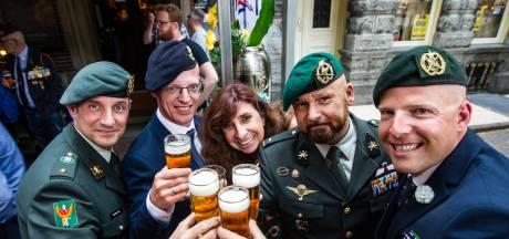 Veelbesproken Marco Kroon opent Veteranencafé Deventer