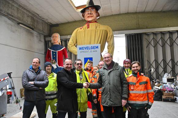 De Wevelgemse reuzenpop verhuist even naar Kuurne