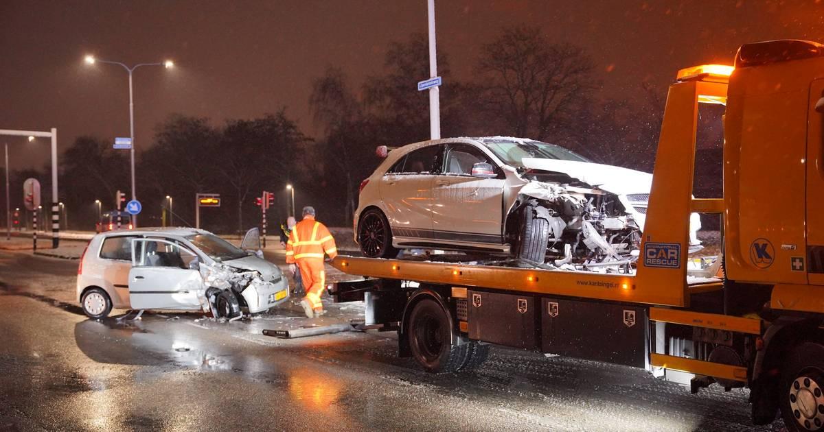 Botsing in Nijmegen: één bestuurder gewond naar het ziekenhuis, de andere aangehouden.