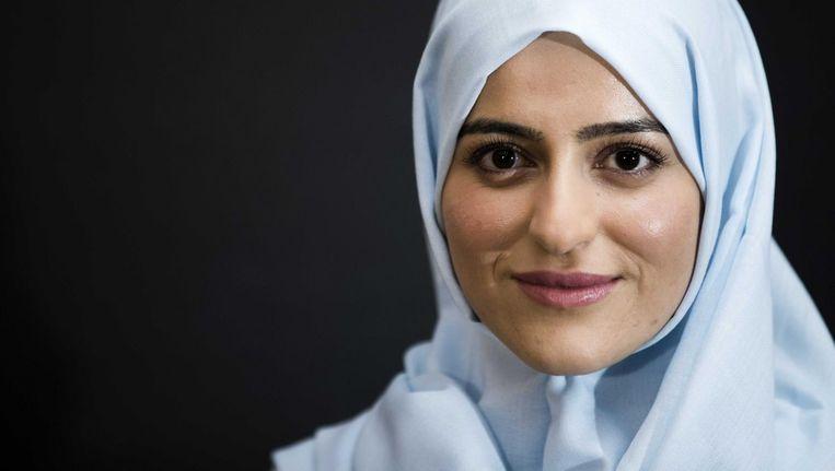 Sarah Izat mag volgens het CvdRM-advies met hoofddoek en in uniform bureauwerk doen bij de politie Beeld anp