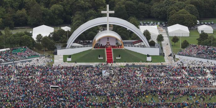 Paus Franciscus leidde zondagmiddag een mis in het Ierse Dublin. Bijna een half miljoen mensen waren aanwezig.