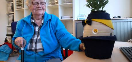 Robot Tessa met een 'dik ei en een bloemetje op de kop' helpt in het Slingeland Ziekenhuis