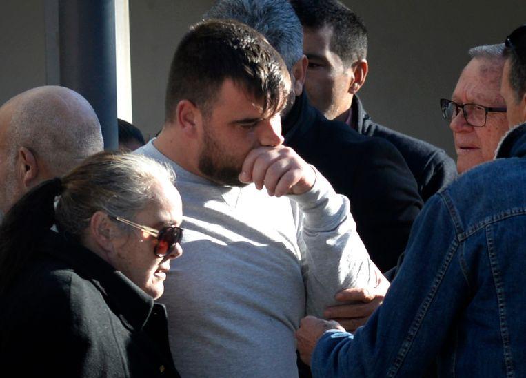 Jose Rosello, de vader van Julen, brengt een groet aan zijn zoon in het rouwcentrum van El Palo.