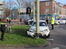 Automobilist rent weg na ongeluk op De La Reyweg