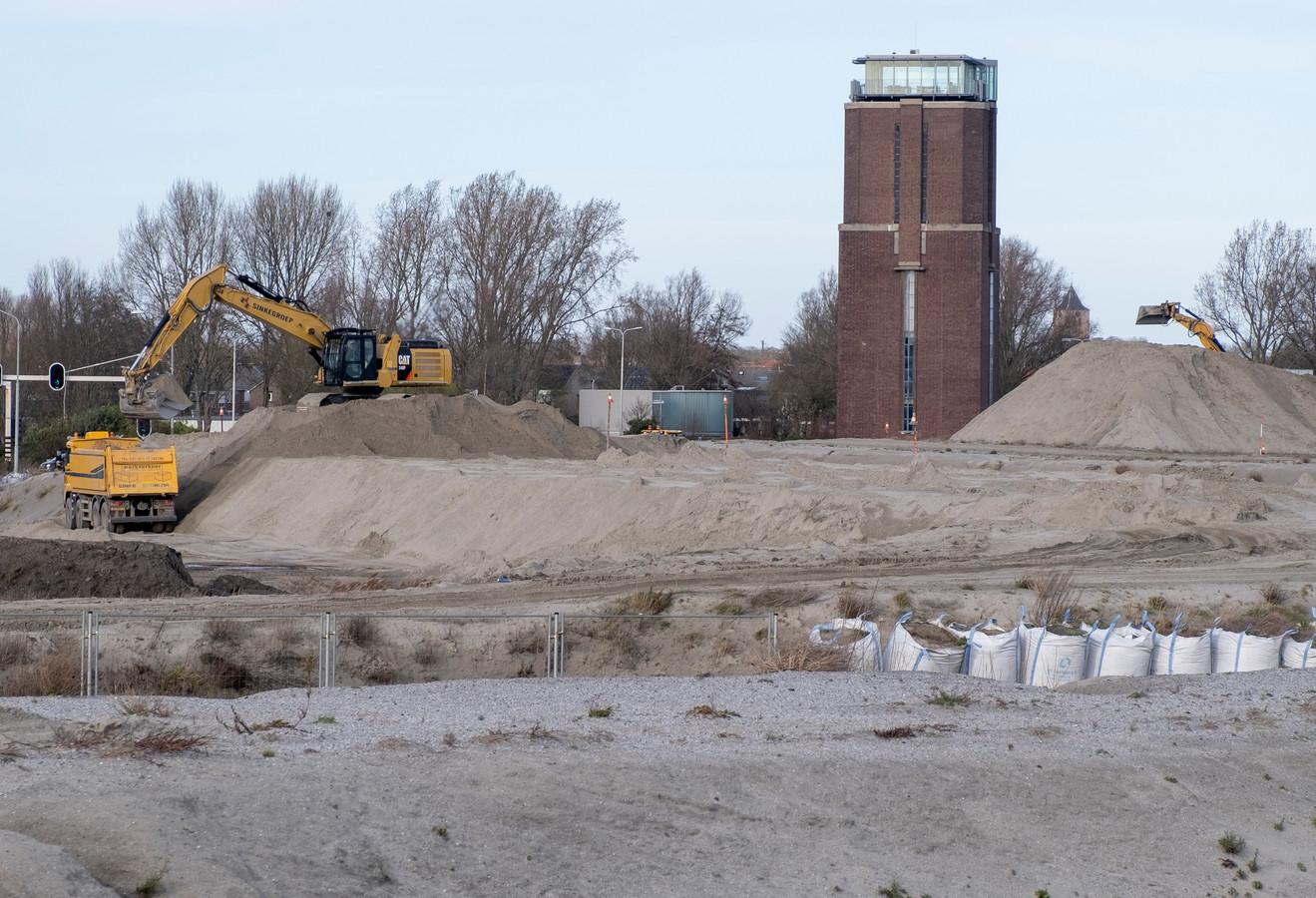 Op de plek waar de marinierskazerne in Vlissingen moest gaan verrijzen, wordt al gewerkt aan het bouwrijp maken van de grond