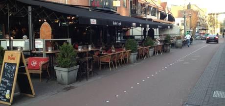 Veenendaalse terrasstraat vaker 's avonds dicht voor auto's