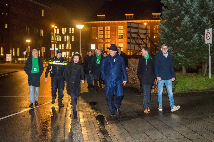 TT-2019-009446-Enschede Mister Grappenhaus wandelt door centrum Enschede op weg naar Synagoge onder leiding van Bennie Visschedijk editie:Alle Foto Reinier van Willigen RWN20190313