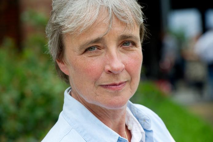 Clairy Polak vertelt maandag in Harderwijk over haar boek 'Voorbij, voorbij', waarin ze in romanvorm schrijft over de gevolgen van de ziekte van Alzheimer voor haar man en hun relatie.