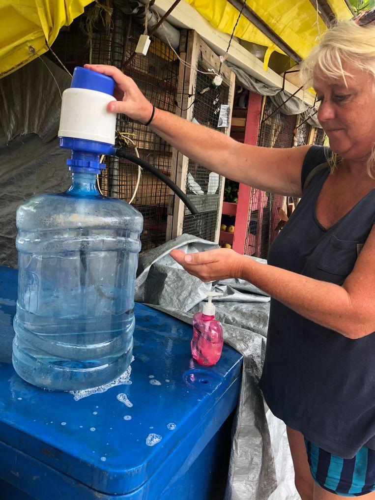 Willen Karin Duinker en Eric Westerveld terugkeren naar Nederland, dan zullen ze moeten 'bunkeren', water en andere voorraden inslaan, op de Azoren. Beeld