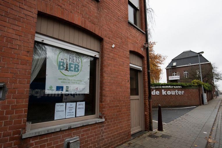 De Fietsbieb is tijdelijk verhuisd naar de Komstraat, naast jeugdcentrum De Kouter.