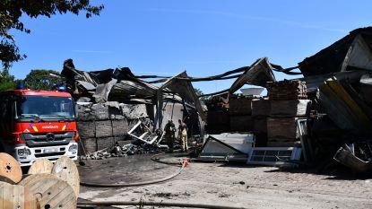 Zware brand in bandencentrale in Peer: vier bedrijven volledig verwoest
