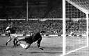 1966 WK finale West Duitsland - Engeland Geoff Hurst scoort voor Engeland.