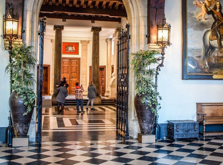 Het stadhuis van Brugge is één van de locaties waar de wandelaars welkom zijn.