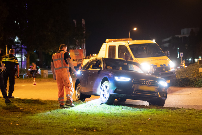 Omstanders schieten onwel geworden bestuurder te hulp in Woerden