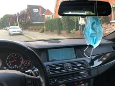 'Mondkapje aan binnenspiegel gevaarlijk voor motorrijders'