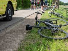 Groep wielrenners komt ten val in Fijnaart
