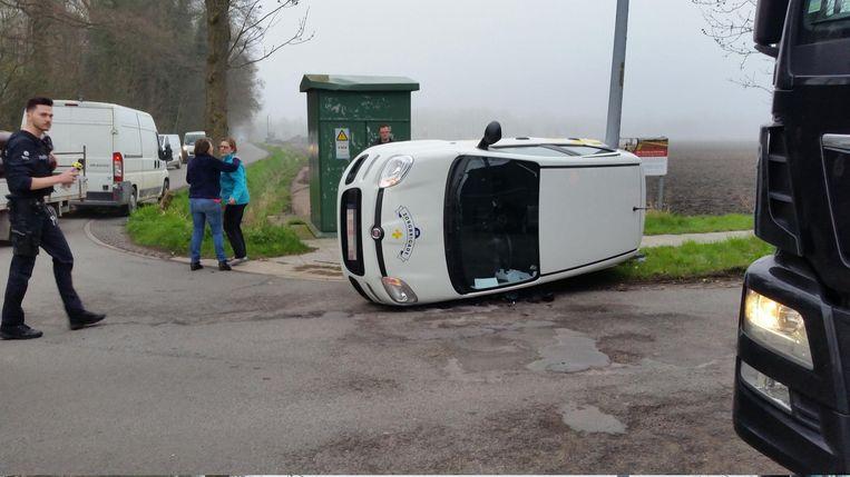 Wagen Van Thuisverpleegster Kantelt Na Botsing Jabbeke Regio Hln