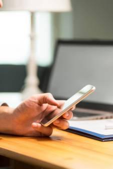 Zo kom je van je smartphoneverslaving af: zet 'm eens op zwart-wit