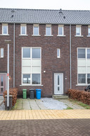 In deze woning aan de Cleyndertstraat in Stadshagen (Zwolle) zou R. door Idris M. zijn mishandeld en vernederd. M. wordt daarvan door justitie verdacht. Inmiddels zijn de toen betrokken bewoners van het huis verhuisd; de huidige bewoners hebben niets met de zaak te maken.