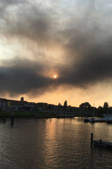 Brand haven Amsterdam na dag nog niet uit