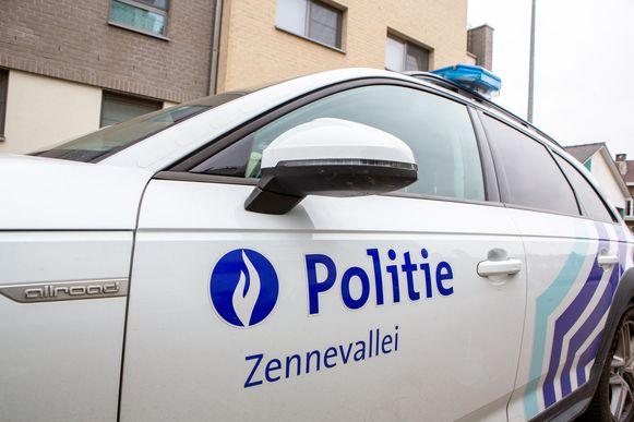 De politie van de zone Zennevallei pakte twee illegalen op die verschillende wagens opengebroken hadden.