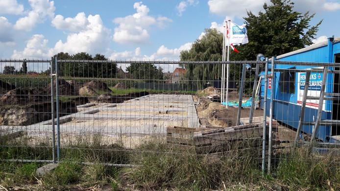 De bouw van de acht Nul Op de Meter woningen aan de Maalderijstraat in Oosteind is begonnen.