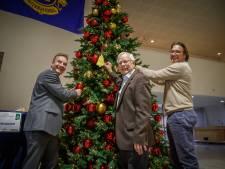Weer wensen in grote kerstboom van de Lions